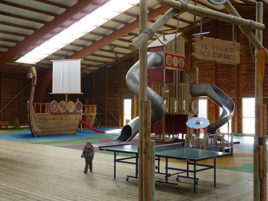 Pierre & Vacances Village Club Normandy Garden: aire de jeu dans le gymnase