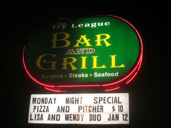 Ivy League Bar and Grill: On Route 9 North 1/2 mile N of I195