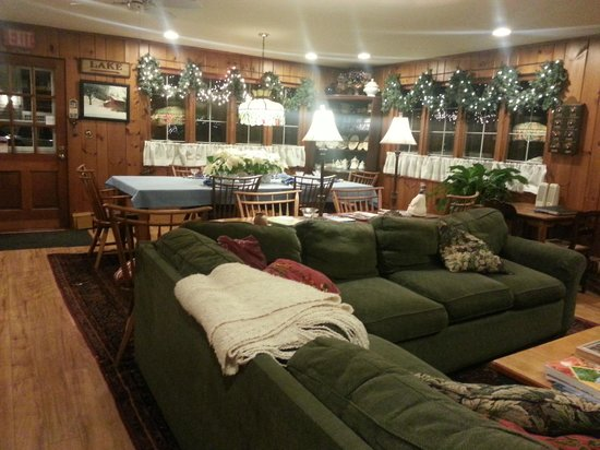 The White House Inn: Living area and Dinning