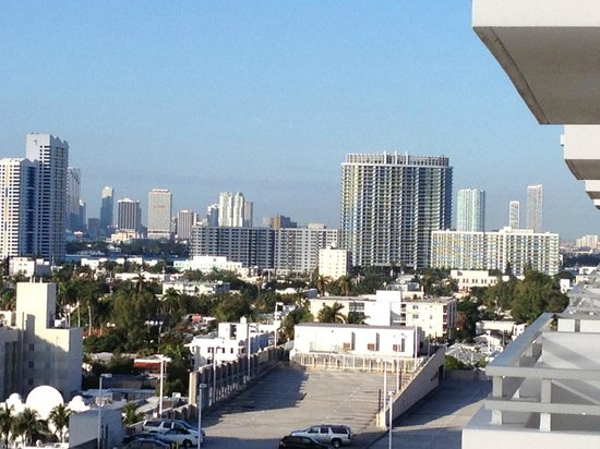 Loews Miami Beach Hotel: Dal balcone: vista verso Miami