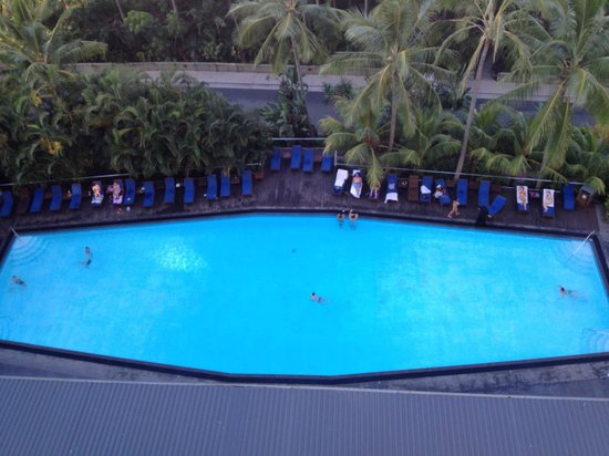 Reef View Hotel: poolside