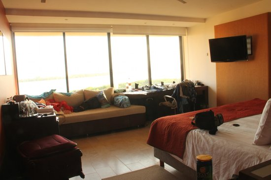 Presidente InterContinental Cancun Resort: nice room, plenty of space