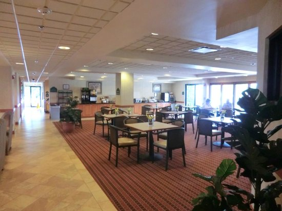 Wingate by Wyndham Vienna Parkersburg: breakfast room