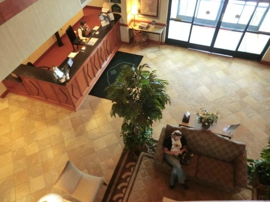 Wingate by Wyndham Vienna Parkersburg: front desk area