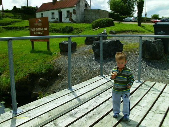 Carrybridge Hotel: At the Front of Carrybridge where we used to dock the dingie