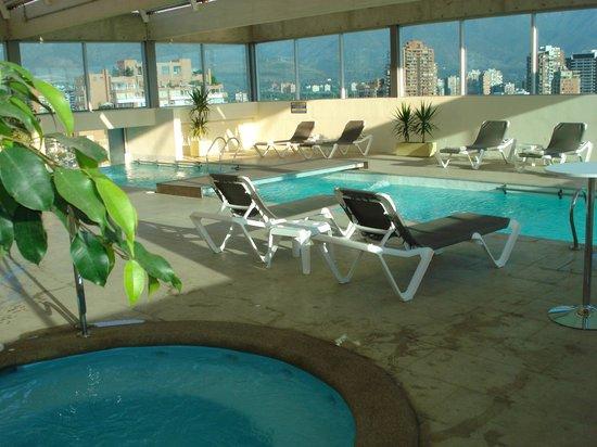 Best Western Premier Marina Las Condes: pscina/cobertura