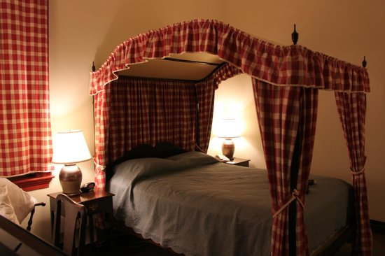 Colonial Houses-Colonial Williamsburg: Room 3066