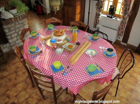 La Ferme du Pressoir: Cafe da manha na casa onde ficamos