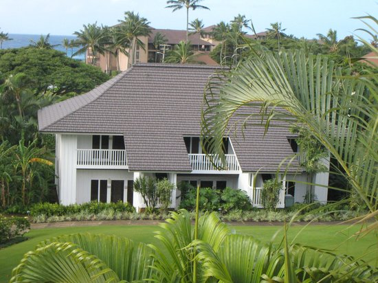 Kiahuna Plantation Resort: One of the plantation's buildings (they all look like this)