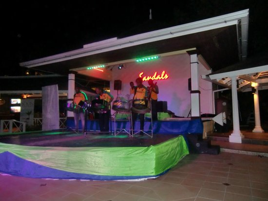 Sandals Royal Caribbean Resort and Private Island: Entertainment
