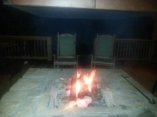 Key Falls Inn: firepit