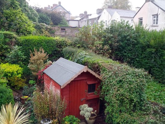 Fernroyd House B&B: I would have been fine sleeping the red shed.