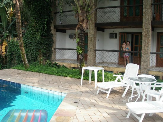 Pousada Aguas de Paratii: Quartos aconchegantes de frente para piscina, cuidado com os quartos do sub-solo