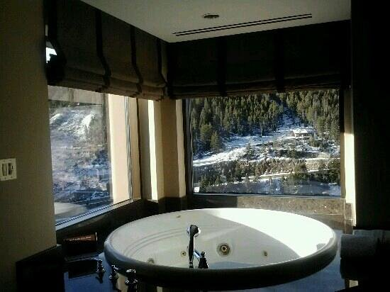 Ameristar Casino Resort Spa Black Hawk:                   nice room with a jacuzzi