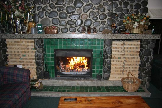 Airport Motel at Rainbow Point: Fire - Winter in licensed lounge