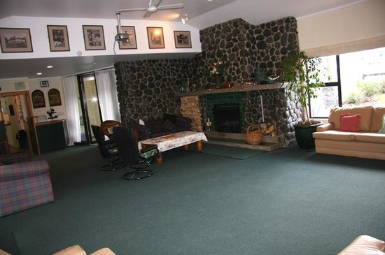 Airport Motel at Rainbow Point : Licensed lounge