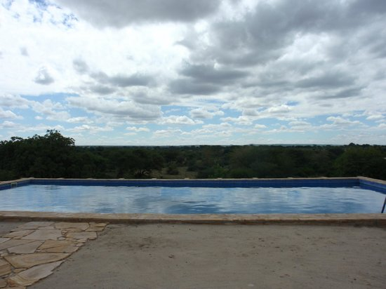 Osupuko Lodge: View over pool