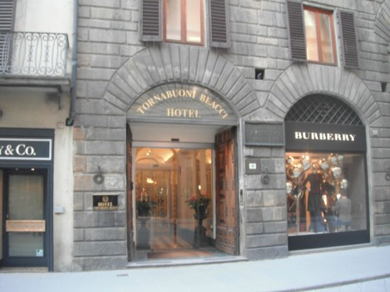 Hotel Tornabuoni Beacci: Front of hotel