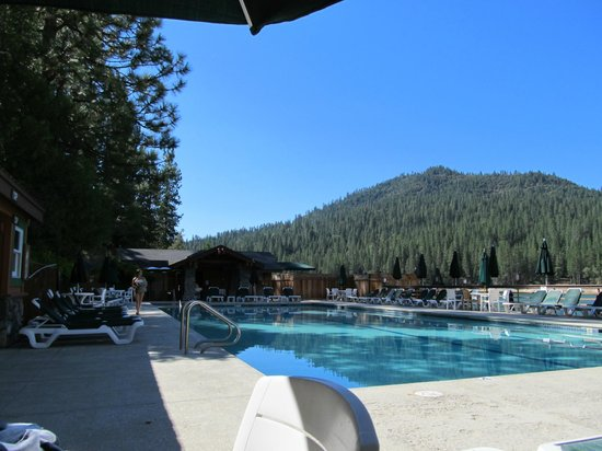 The Pines Resort: pool/lake