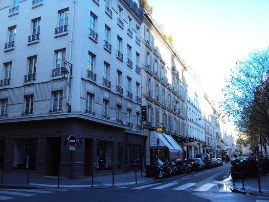 Hotel Duo: Hotel Exterior (Corner)