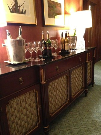 The Ritz-Carlton, Dallas: Club level drinks