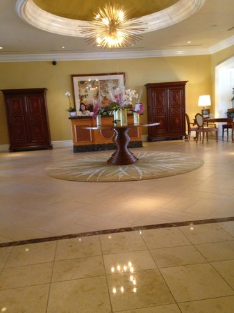 Four Seasons Residence Club Aviara: Meadows lobby - check in