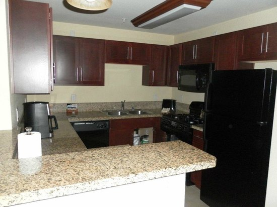 Holiday Inn Club Vacations At Desert Club Resort: kitchen