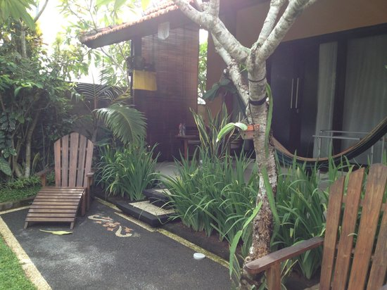 Wayan's Guest House: garden/patio