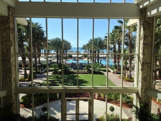 Marco Island Marriott Beach Resort, Golf Club & Spa: View from lobby!