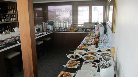 Ambassador Hotel: Breakfast buffet