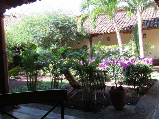 Hotel Patio del Malinche: Front courtyard