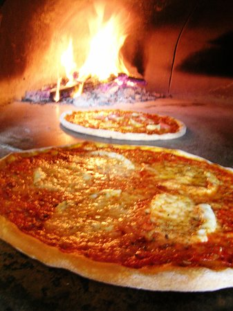 The Riviera Italian Restaurant : Wood fired pizza oven