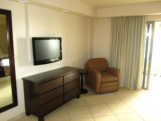 BEST WESTERN PLUS Beach Resort: Nice TV and dresser but chair run down