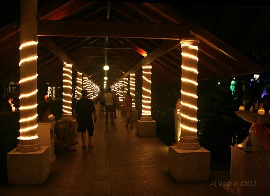 Majestic Colonial Punta Cana : Walkway to rooms at night