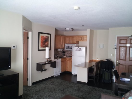 Staybridge Suites - Columbus / Dublin: Kitchen Area