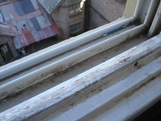 Eco Ski Hotel: ventana sucia!