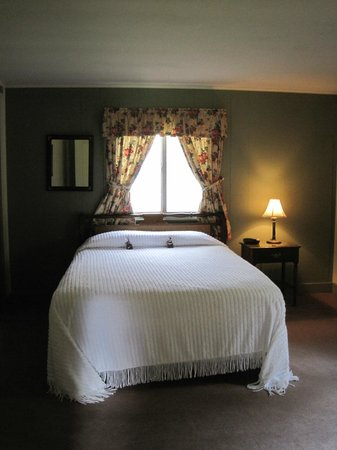 White Springs Manor: bedroom