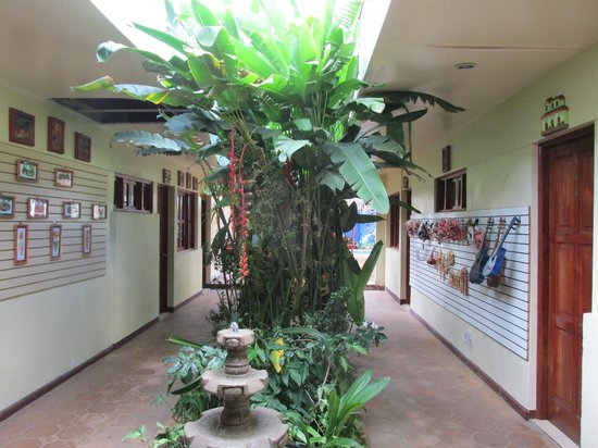 Art Hotel Managua: courtyard area, rooms on both sides