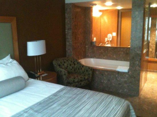 Executive Hotel Vintage Park: Room 802