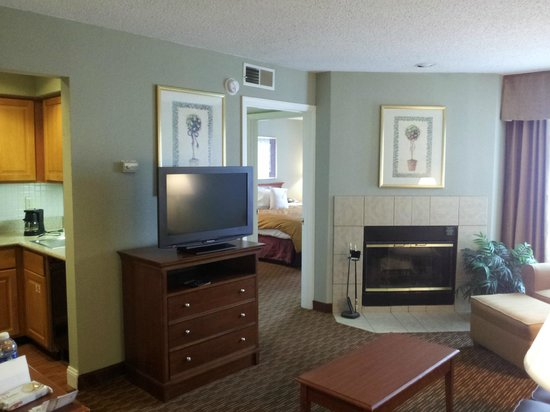Sonesta ES Suites Cincinnati : Living Room