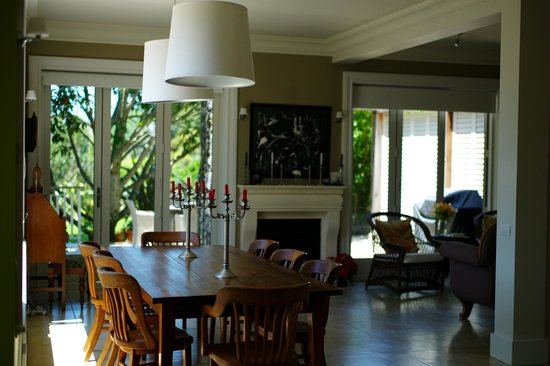 970 Lonely Bay: Dining room