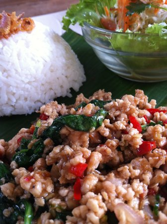 Warung Rakuen Asia: Chicken and Basil stir-frying set