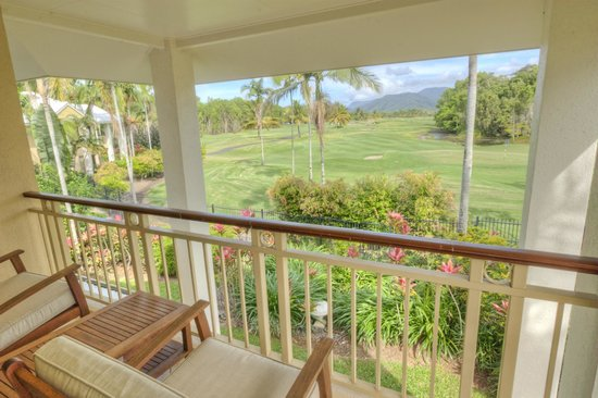 Paradise Links Resort: Relax while others do the hard work golfing ???
