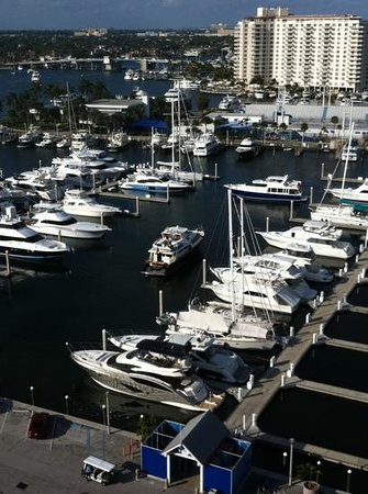 Bahia Mar Fort Lauderdale Beach - a Doubletree by Hilton Hotel: view of the marina from room