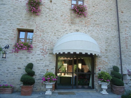 Hotel Castello di Sinio: welcome to the Castle