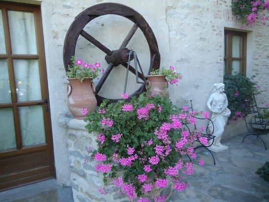 Hotel Castello di Sinio: exterior of the Castle