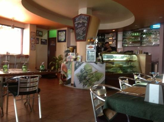 Jade Bistro: bistro counter
