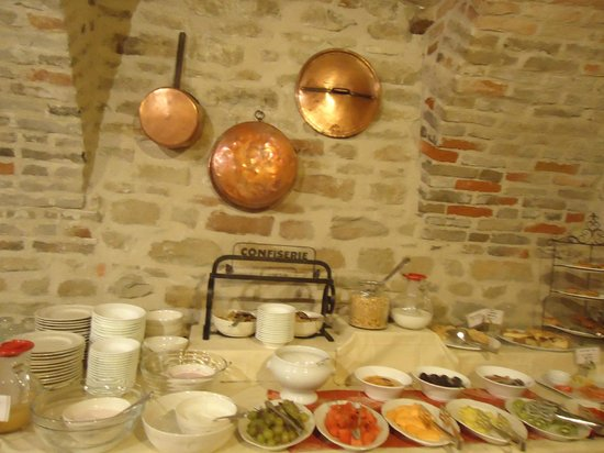 Hotel Castello di Sinio: buffet breakfast