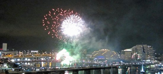 Hyatt Regency Sydney: Fireworks in Darling Harbour - viewed from our room