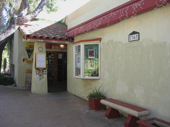 Pepin-back entrance